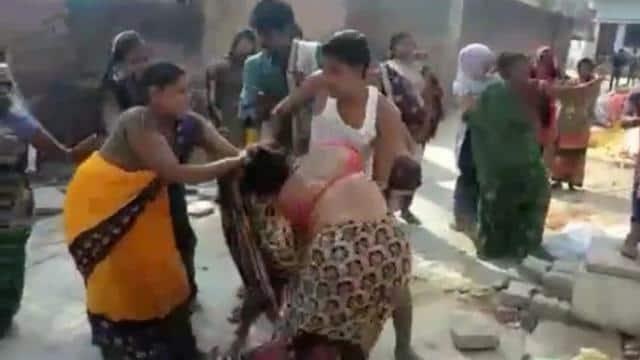 bagpat me chaat wale fighter ke baad pratapgarh me dabang women ke beech maarpeet ka video viral