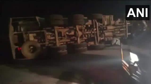यमुना एक्सप्रेस वे पर दर्दनाक हादसा, टैंकर और इनोवा की टक्कर में 7 लोगों की मौत