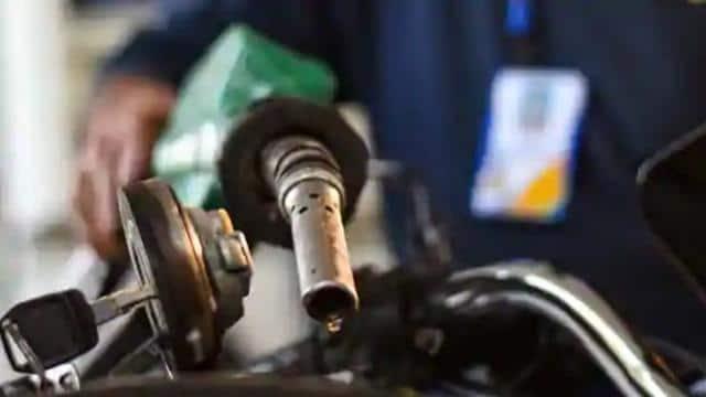 बिहार के इन सात जिलों में पेट्रोल की कीमत 100 रुपये प्रति लीटर के पार
