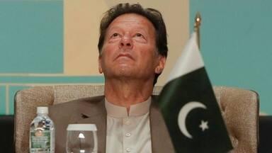 चली जाएगी इमरान खान की कुर्सी या बचेगी? जानिए पाकिस्तान में क्यों अहम हैं अगले कुछ घंटे