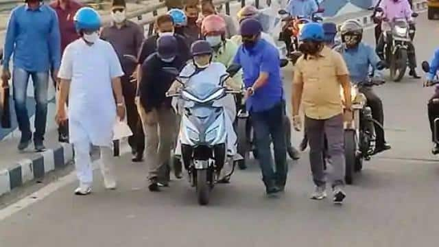 cm mamata banerjee nearly falls while driving an electric scooter in howrah watch video