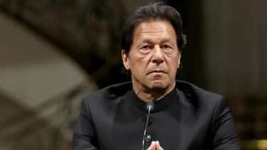मेरे 15-16 सांसद बिक गए, मैं विपक्ष में बैठने को तैयार... बेबस इमरान खान ने मान ली हार, पाकिस्तान में बदलेगी सरकार?