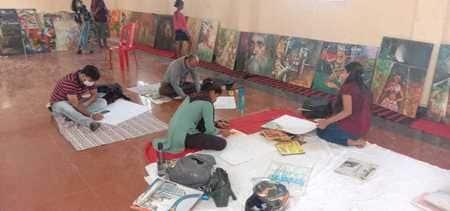 पर्यटकों को लुभा रही पेंटिंग में कार्यशाला