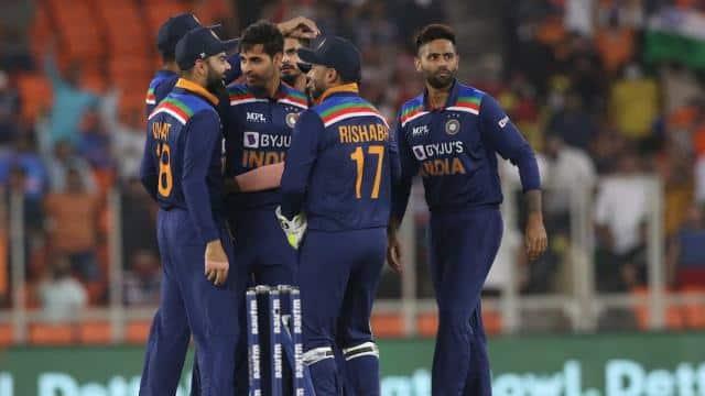 टीम इंडिया की बढ़ी मुश्किलें, स्टार तेज गेंदबाज भुवनेश्वर कुमार में दिखे कोरोना के लक्षण