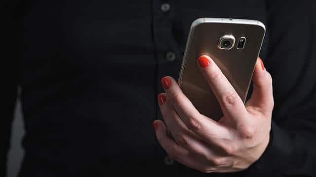 मोबाइल यूजर्स के लिए सरकार का अलर्ट, मुसीबत से बचना है तो तुरंत करें यह काम
