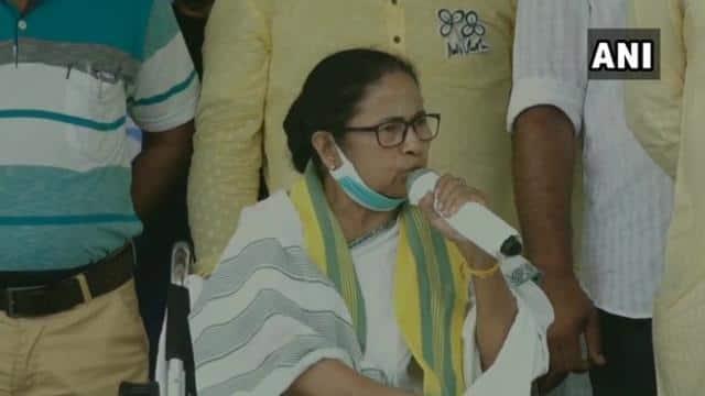 बीजेपी से पैसे लेकर एक शख्स हैदराबाद से आया है, ममता बनर्जी का ओवैसी पर हमला