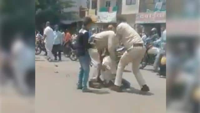 two policemen who beat up an auto driver for masks in indore suspended video viral in social media