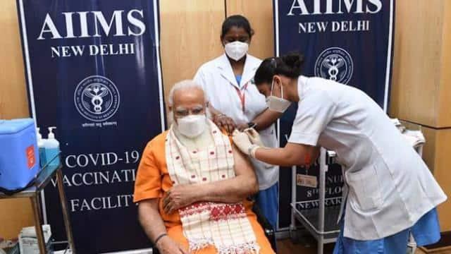 pm modi took second jab of covid vaccine