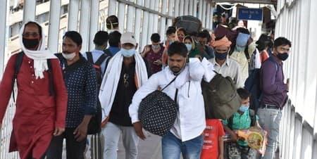 महाराष्ट्र में कोराना संक्रमण का असर वहां रहकर काम करने वाले उत्तर भारतीयों पर पड़ा। जिसका नतीजा ये रहा कि वापसी का सिलसिला शुरू हो...
