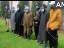 जम्मू कश्मीर: दो आतंकी और 3 सहयोगियों को दबोचा, हथियार भी हुए बरामद