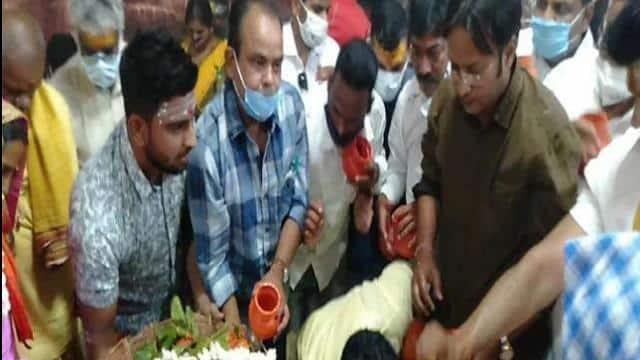 कांग्रेस विधायक इरफान अंसारी ने बाबा बैद्यनाथ मंदिर में की पूजा-अर्चना, भाजपा ने उठाए सवाल