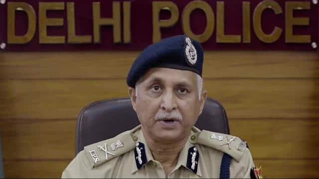 वीकेंड कर्फ्यू : बेवजह घर से निकले तो धर लेगी दिल्ली पुलिस, कमिश्नर ने बताया किन लोगों को मिलेगी छूट