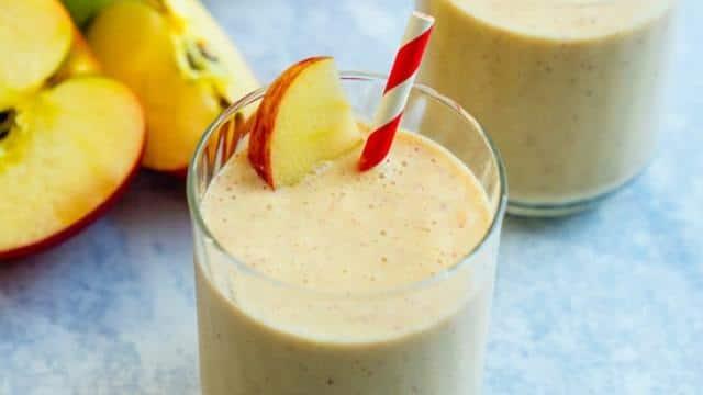 बढ़ते वजन को कंट्रोल करने के लिए रोजाना पिएं Apple Smoothie, ये है Recipe