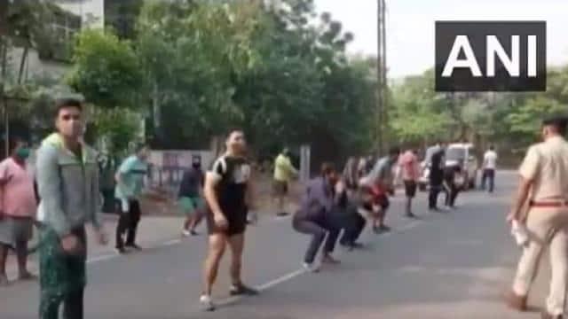 हरियाणा: लॉकडाउन में बेवजह बाहर निकलने वालों के लिए पुलिस की गजब सजा, बीच सड़क पर लगवाई उठक-बैठक