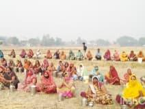 कोरोना भगाने के लिए सैकड़ों ग्रामीणों ने की डीह बाबा की पूजा