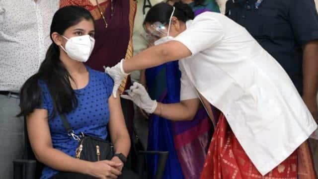 10 मई से यूपी के इन शहरों में होगा वैक्सीनेशन, लखनऊ पहुंची कोविडशील्ड की साढ़े तीन लाख डोज