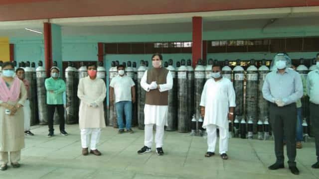 कोरोना काल में मदद को आगे आए वरुण गांधी, पीलीभीत प्रशासन को दिए 100 ऑक्सीजन सिलेंडर