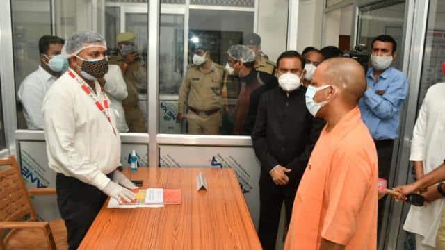 CM Yogi visits Gonda covid Command Center reviewed - सीएम योगी गोंडा दौरे  पर, कोविड कमांड सेंटर का लिया जायजा