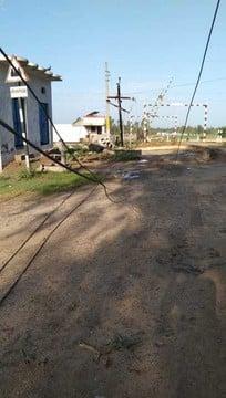 गजरौला में आंधी के साथ तेज बारिश, खंभा टूटने के बाद गुल हुई बिजली