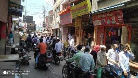 बाजार खुलते ही हर तरफ दिखी खरीदारों की भीड़