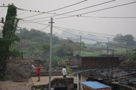 बारिश रुकते ही धनबाद में फिर से उमस भरी गर्मी बढ़ गई है। यास तूफान के बाद भी लगातार हो रही बारिश ने लोगों को गर्मी से राहत दिलाई...