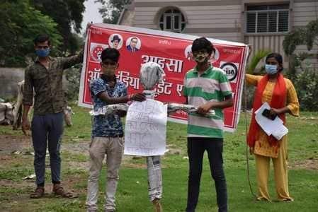 ऑल इंडिया स्टूडेंट एसोसिएशन (आइसा) ने लचर स्वास्थ्य सुविधाओं को लेकर सोमवार को शहर के कोहिनूर मैदान में विरोध प्रदर्शन...