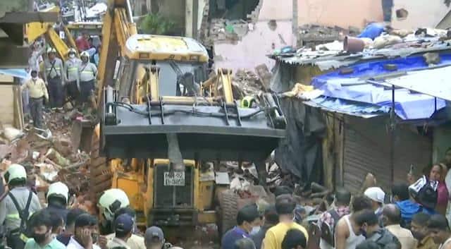 मुंबई में बारिश का कहर, इमारत ढहने से 11 लोगों की मौत