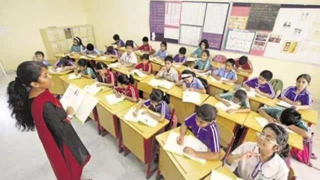 UP Basic Education : नए सत्र में भी अंग्रेजी स्कूलों को नहीं मिले शिक्षक