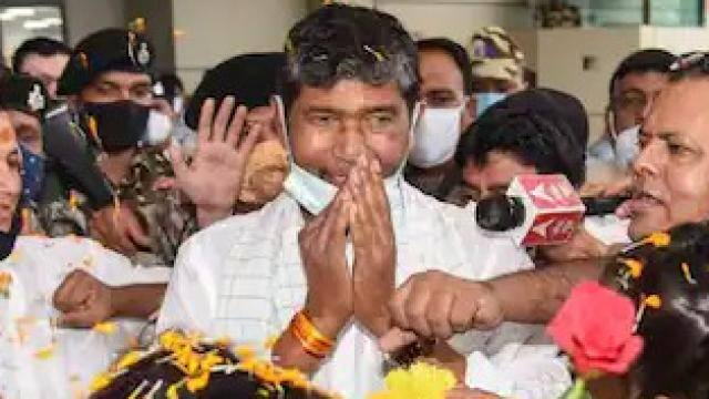 पटना पहुंचे पशुपति पारस का भव्य स्वागत, कल होगा LJP अध्यक्ष का चुनाव