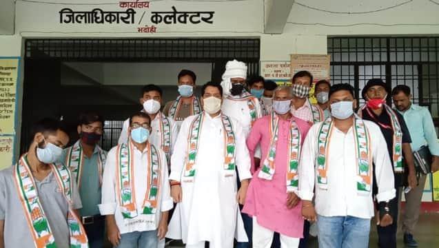 आठ सूत्रीय मांग लेकर कांग्रेसजनों ने किया विरोध-प्रदर्शन