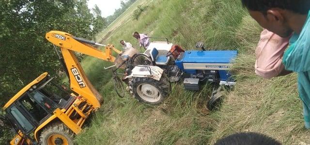 हरदोई में ट्रैक्टर पलटने से पिता-पुत्र की मौत