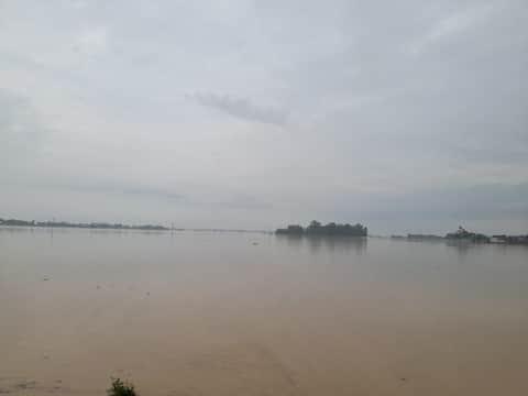 ककरहवा। हिन्दुस्तान संवाद  ककरहवा क्षेत्र में कूड़ा नदी के उफान से दर्जनों गांवों...