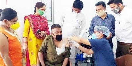 जसपुर में ग्राम प्रधान ने नहीं लगवाया टीका