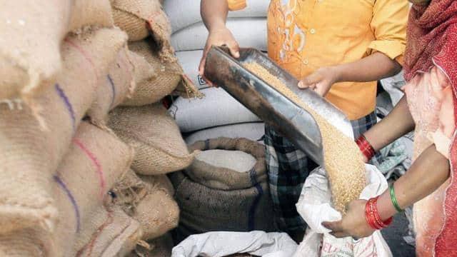 यूपी में फ्री राशन: आज से फिर मिलना शुरू होगा मुफ्त में गेहूं और चावल