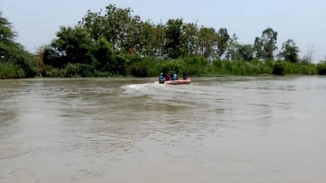 गाजियाबाद: गंग नहर किनारे बैठे था प्रेमी जोड़ा, अचानक उठा लड़का और लगा दी छलांग, जानें क्यों