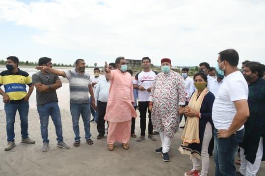 सिंचाई मंत्री ने बाढ़ संभावित क्षेत्र का दौरा किया
