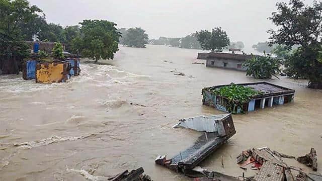 बिहार: 12 वार्डों का संपर्क टूटा, दो हजार घरों में घुसा बाढ़ का पानी, आवागमन ठप