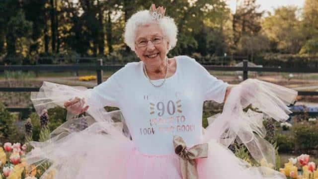 90 की उम्र में दादी का धमाका, प्रिंसेज थीम पर मनाया बर्थडे, खूब वायरल है यह कहानी