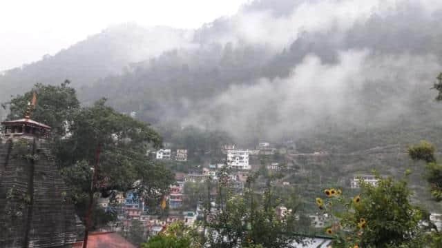 मौसम अपडेट : उत्तराखंड के पर्वतीय क्षेत्रों में आज भारी बारिश का रेड अलर्ट