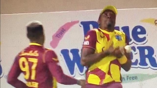 LIVE WI vs Aus 3rd T20 Dwayne Bravo dropped the ball and then Fabian allen took stunning catch video is going viral - Latest Cricket News - WI vs AUS: ड्वेन ब्रावो