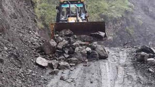 मौसम की मार: भूस्खलन और पहाड़ियों के दरकने से चमोली की 51 सड़कें बंद, बढ़ रहा नदियों का जलस्तर