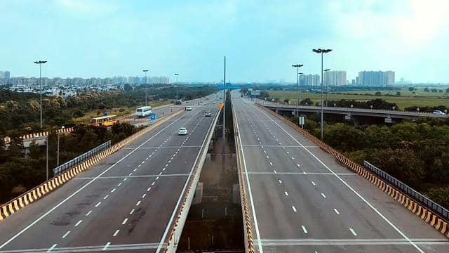 दिल्ली-मुंबई एक्सप्रेसवे पर 2023 में कर सकेंगे सफर, 350 KM का काम हुआ पूरा