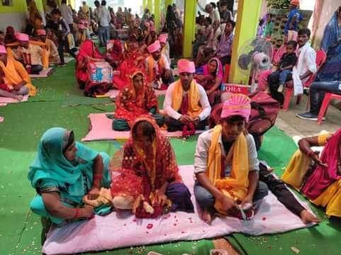 प्रदेश सरकार की ओर से शुक्रवार को सामूहिक विवाह समारोह का आयोजन कौड़िहार ब्लॉक में किया गया। दोपहर में करीब 12 बजे आचार्यों ने वैदिक मंत्रों के बीच...