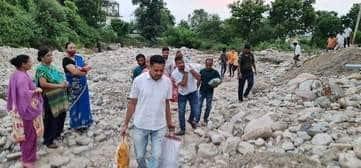 रामनगर में पीडि़तों की मदद को कांग्रेसी आगे आए