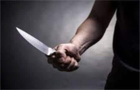 चाकू  से घायल करने का आरोप