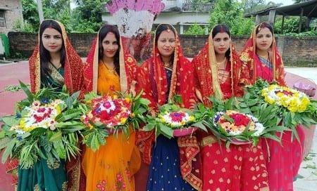 अखंड सुहाग की कामना के साथ नवविवाहिताओं ने शुरू की विषहर पूजा