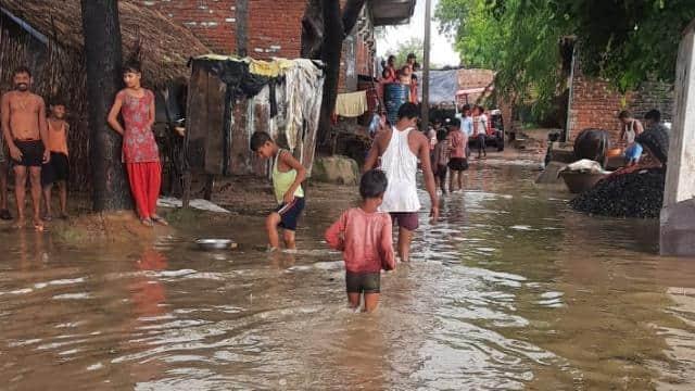 भारी बारिश बनी आफत,कानपुर देहात में हजारों बीघे फसल डूबी