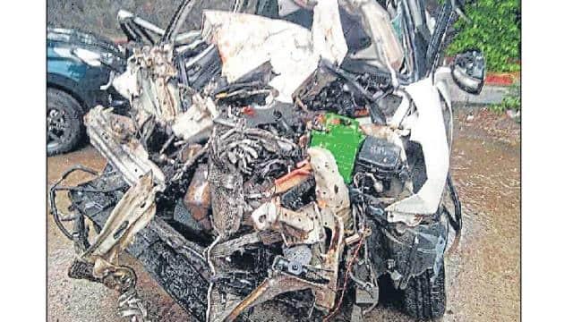 दिल्ली : क्लस्टर बस ने कार को रौंदा, दो भाइयों समेत तीन की मौत