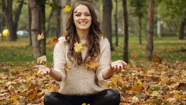 बर्थ डेट और राशि ही नहीं आपके हंसने का तरीका भी खोल देता है आपके कई राज, जानें कैसे