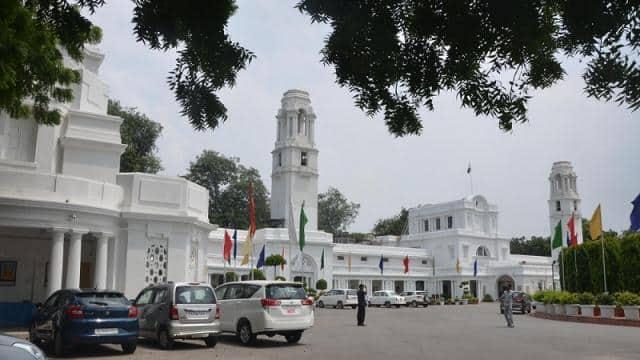 दिल्ली विधानसभा अध्यक्ष ने नेता प्रतिपक्ष के अनुरोध के बाद भाजपा विधायक का निलंबन वापस